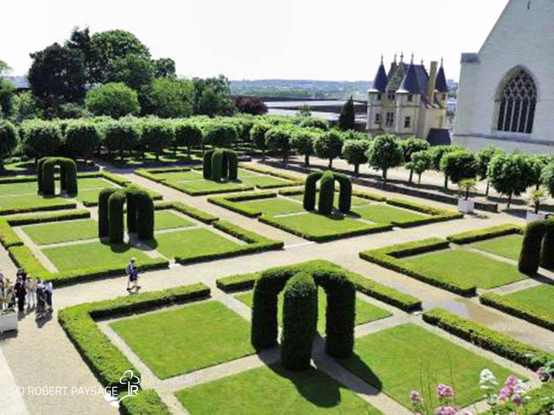 Entretien des jardins du chateau d'Angers