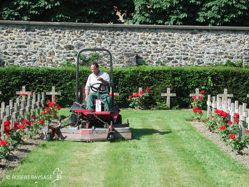 Jardinage dans les cimetières de Paris
