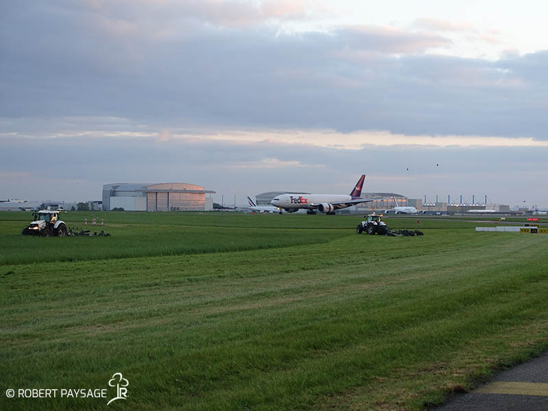 Entretien des prairies aéroports Roissy
